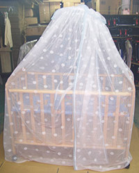 木製 嬰兒床原木本色 嬰幼兒中床 附贈頂級蚊帳組 網路特價3666元 ( 免運費,含運,快來搶購唷! )